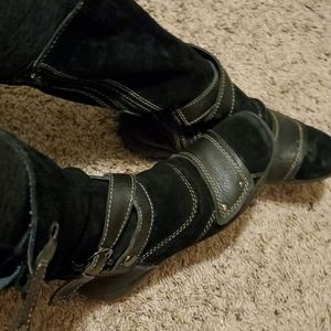 Black winter fashionable boots